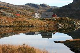 Blikkstille vann ved Blomstølen - Foto: Haugesund Turistforening