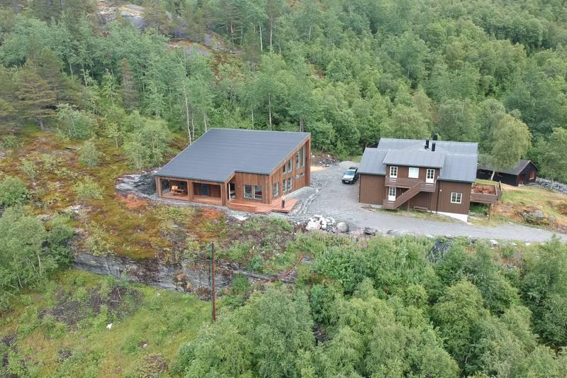 Begge hyttene.  Foto Jørn Håskjold