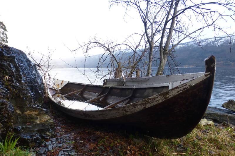Gammal robåt ved Kårstadnausta