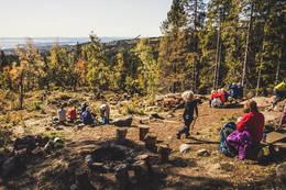 Området foran hytta med utsikt over Oslofjorden - Foto: Eivind Kleiven