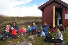 Rast utenfor hytta - Foto: Eva Jønsrud