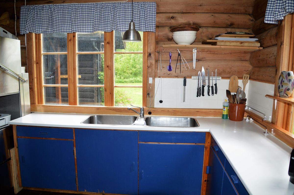 Kjøkkenet i hytta, gammel stil men innholdsrikt