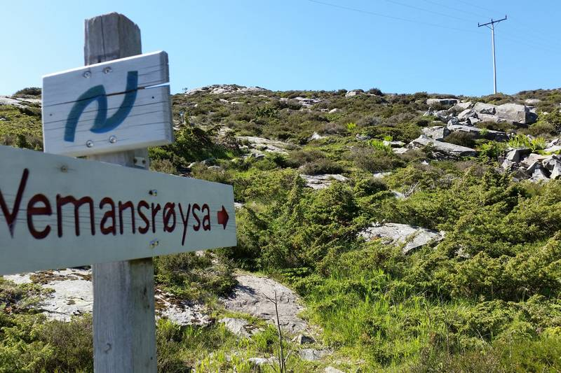 Her startar turen opp mot Vemannsrøysa.