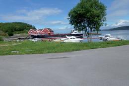 Hasselvika er et idyllisk tettsted med ei lun havn. - Foto: Jonny Remmereit