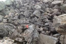 Fitjarholet er svært krevende. Stor steinur og det ligger snø i denne nordhellingen. - Foto: Tønnes Årstad