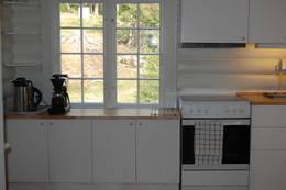 Lite, men funksjonelt kjøkken med steikeovn - Foto: Camilla Horten