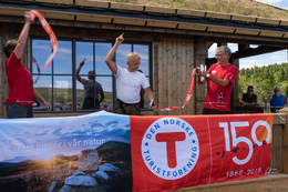Knut Storberget åpnet hytta den 8. juli 2018 - Foto: