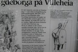 Utdrag av info-tavle ved bygdeborgen - Foto: Floke Bredland