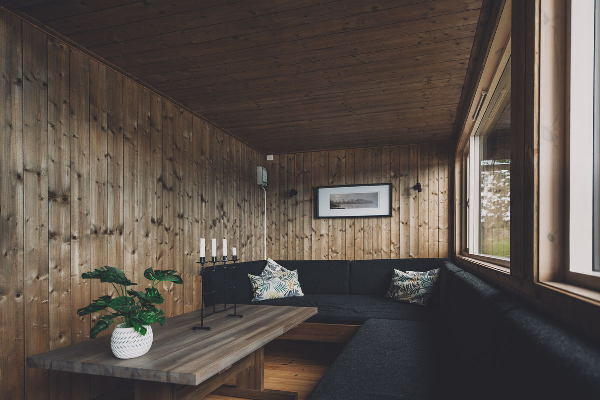 Romslig sofa i stuen