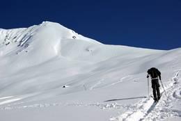 Turen går rett øst mot bandet mellom Vallahornet og Saudehornet, før man følger ryggen til toppen. - Foto: Tomas Ahlberg