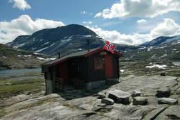 Tjønnebu med Storfjellet i bakgrunnen - Foto: Jan Arve Skogtrø