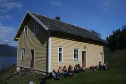 Skulehuset på Sylvarnes -  Foto: Karen Weichert