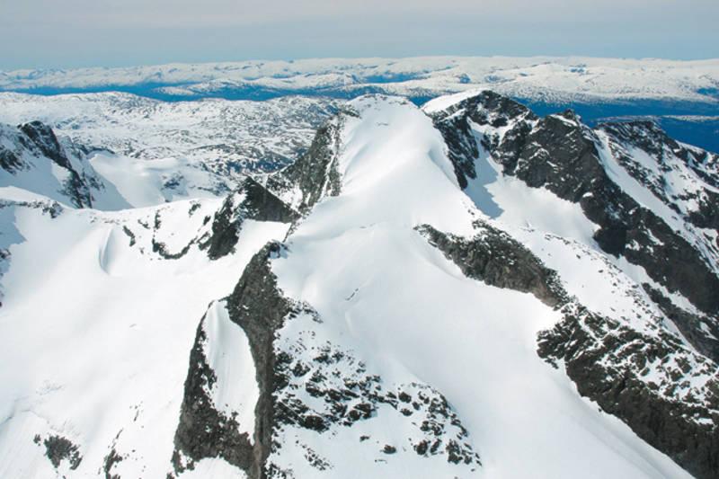 Toppflanken på Store Ringstind sett fra øst.