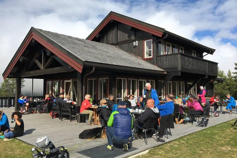 Kaféen på Nesfjellet Golf er et perfekt sted å avslutte sykkelturen