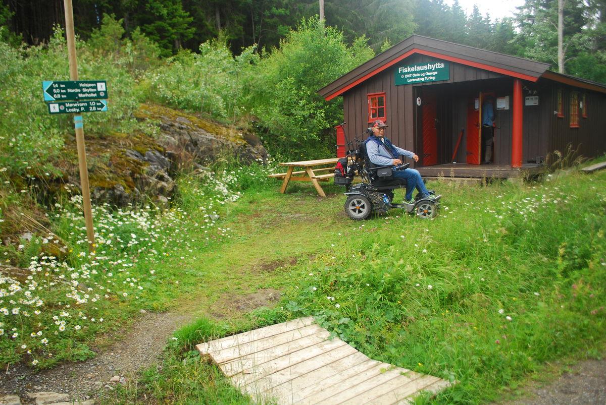 Fiskelaushytta drives av Lørenskog Turlag. Den er en ubetjent hytte som de sverre ikke er tilrettelagt for rullestoler.