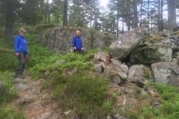 Stien opp mot Borgen -  Foto: Morten Onshuus