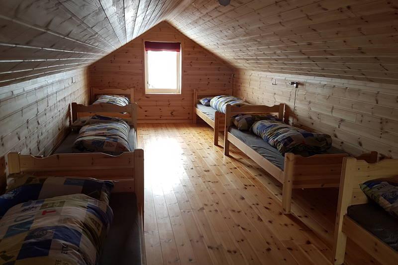 God plass på sovesal på loftet