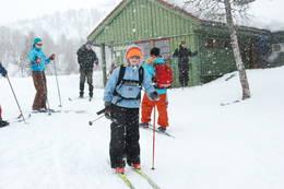 Snø og ski ved Alexander Grieghytten for 12-14-åringer. - Foto: Torill Refsdal Aase