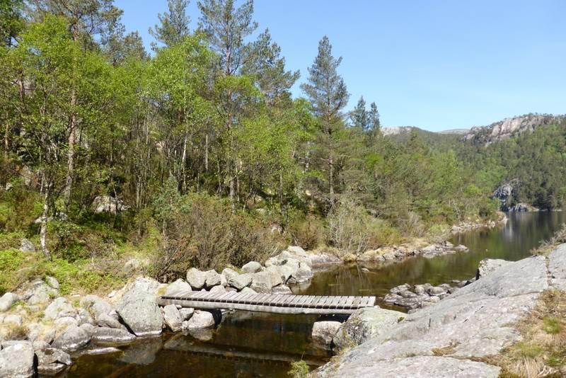 Dette er broa over Refsåna oppe ved vatnet.