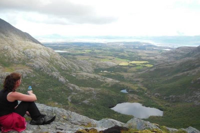 Utsikt mot Okvatnet og fastlandet