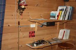 Radio, lader og varierte bøker - Foto: Tor Magne Andreassen