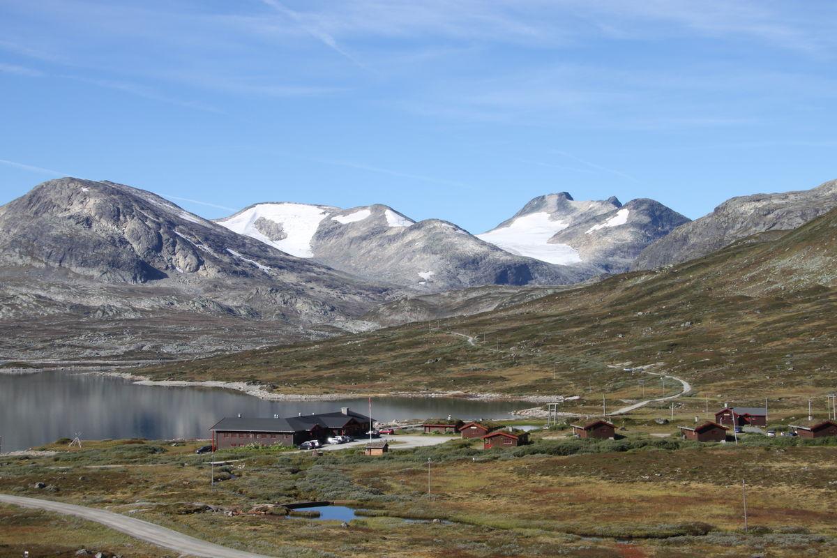 Utsikt mot Tyinholmen og Jotunheimen