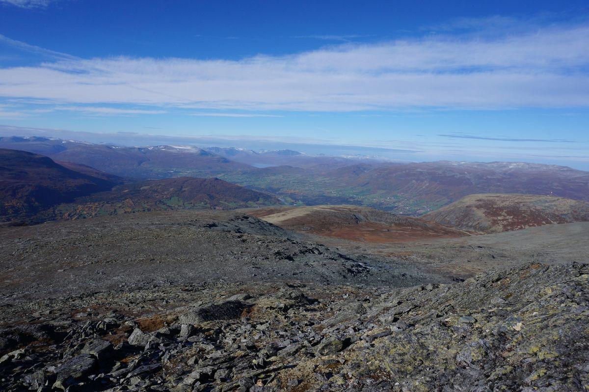 Fra toppen av Sissihøa har du fin utsikt mot Trollheimen.