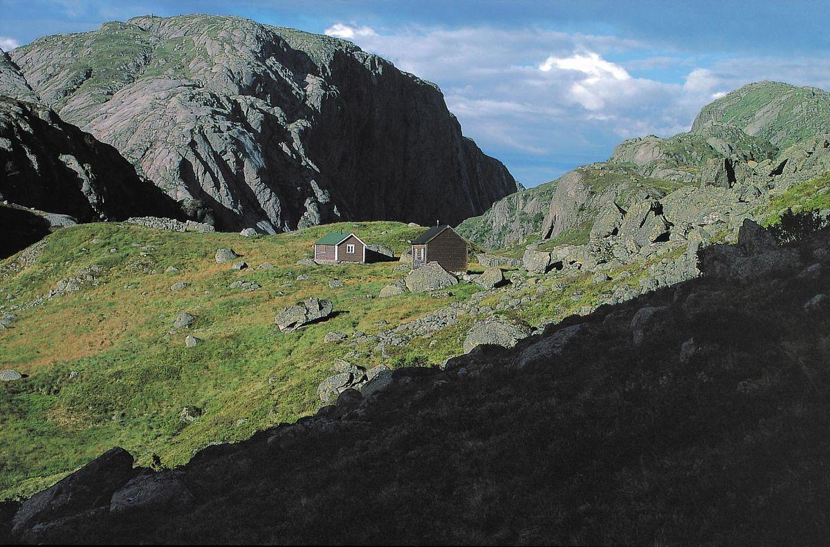 Grasdalstølene ligger like nord for hytta. De brukes i dag til jakt og sauetilsyn
