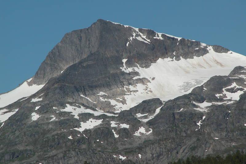 Snota 1669 moh sett fra Trollheimshytta. Toppen er selve ikonet på dette fjellområdet
