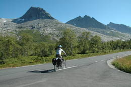 Sykkeltur forbi de Sju søstre  - Foto: Helle Andresen