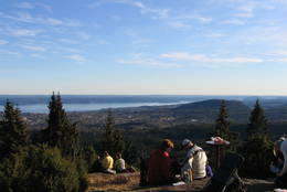 Utsikt fra tunet på Hovdehytta i Vestmarka -  Foto: Sveinung Tubaas