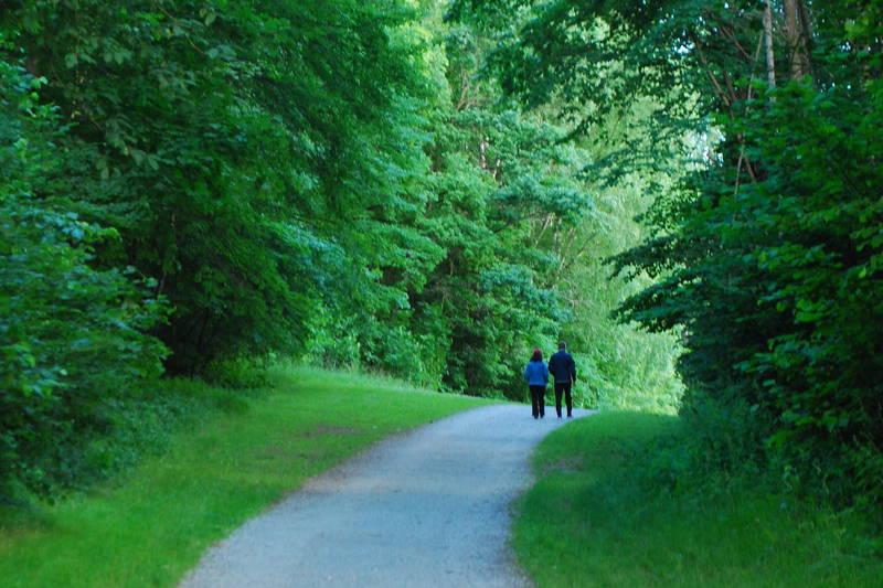 Turveien går til Breivoll friområde og badeplass, på grusvei siste biten.