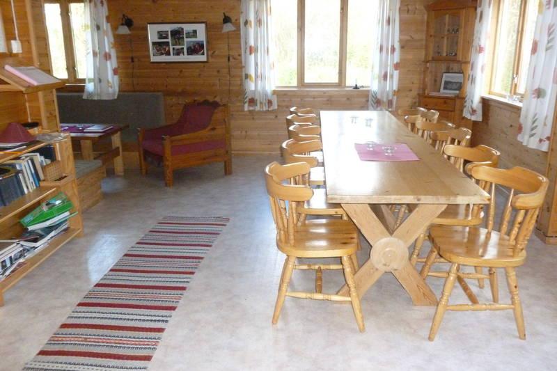 Langbord i stua, Hovedhuset