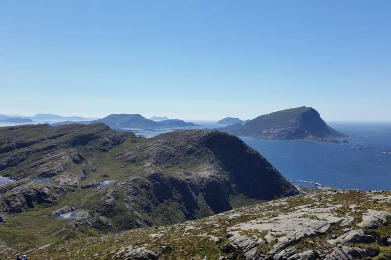Utsikt sørover mot Store Batalden og Alden samt berget du gjekk opp frå Dal / Dalshaugen