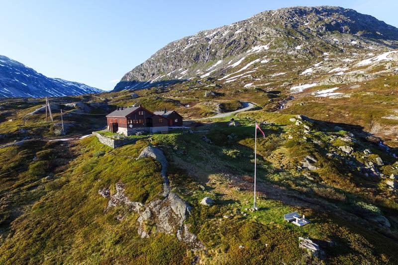 På sommeren kan du kjøre opp til Nørdstedalseter, opp fra Fortun