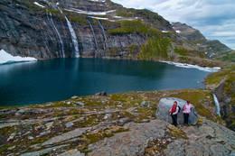 På tur ned til Kalvtindvatnet. Lurt å få litt høyde før en går ned til vatnet -  Foto: Kjell Fredriksen