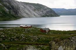 Nilsebu og Nilsebuvatnet. Vatnet er regulert og i perioder er vatnet en del nedtappet - Foto: Stavanger Turistforening