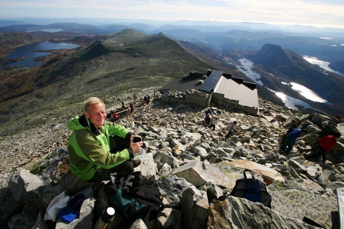 Gausta-Jon på toppen med utsikt mot sør.