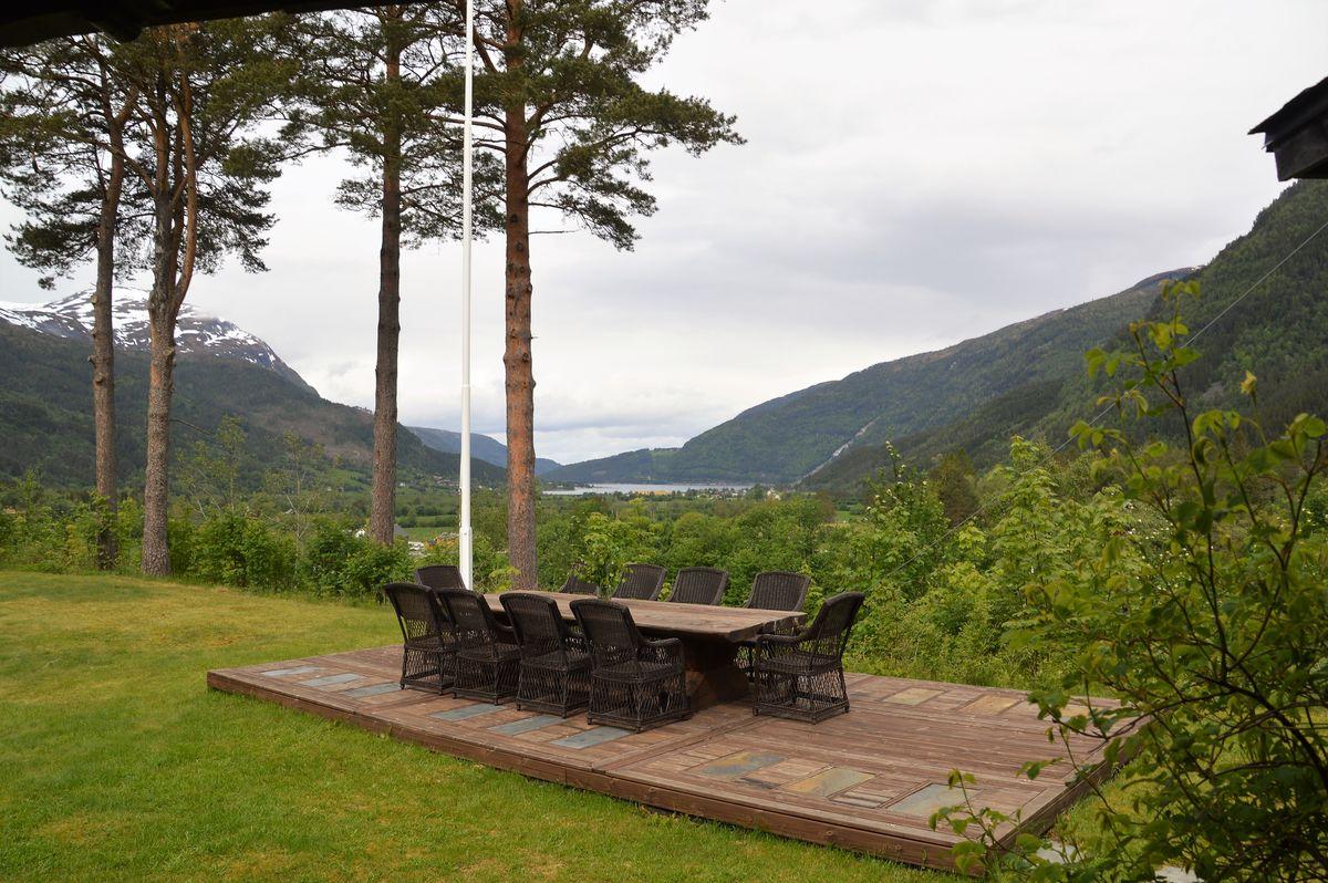 Uteplass med utsikt over Todalsøra