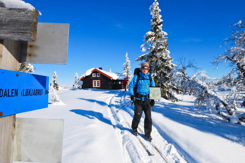 Skiløper på veg ut fra Selsli