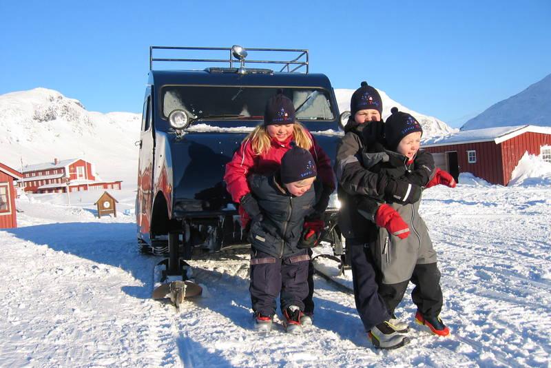 Beltebiler frakter folk inn til Fondsbu vinterstid.
