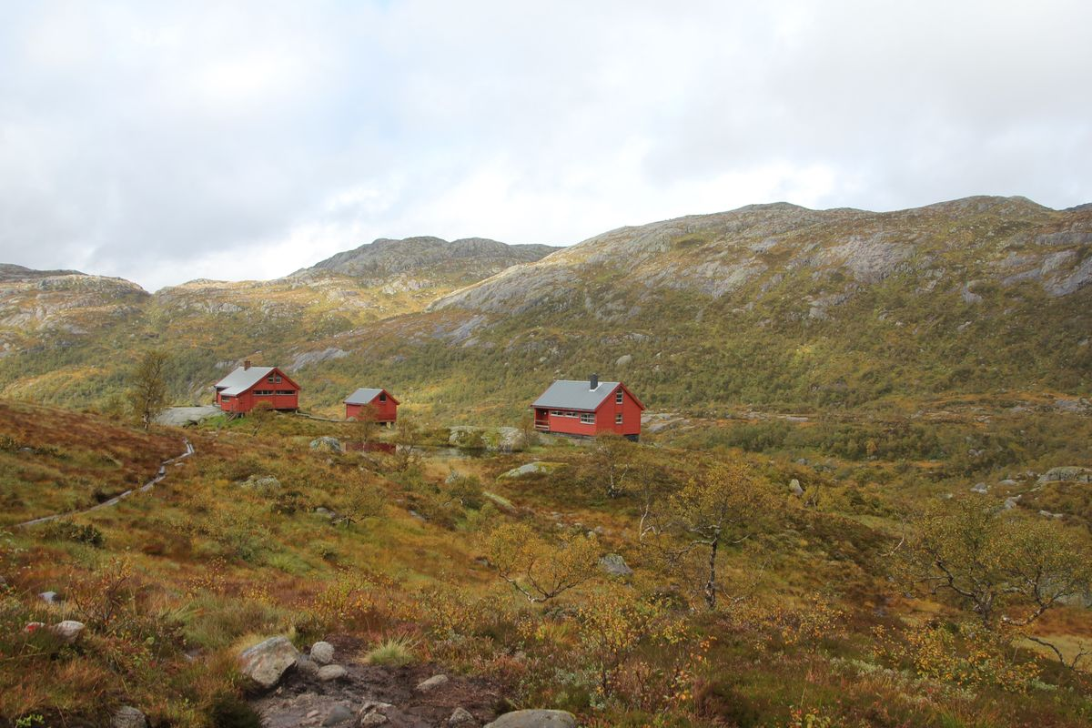 Blåfjellenden turisthytte Består av hovedhytte og anneks samt eit uthus
