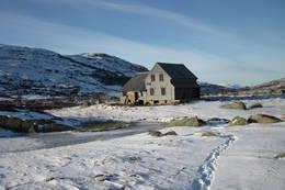 Første snøen har lagt seg ved Hadlaskard. - Foto: Arne-Kristian Teigland