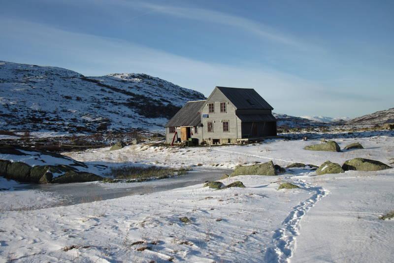 Første snøen har lagt seg ved Hadlaskard.