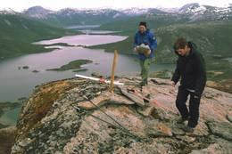 Klippetang settes opp på Raudhella i anledning Ti på topp i Hamarøy - Foto: Kjell Fredriksen