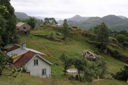 Gården Li med utsikt mot syd - Foto: Flekkefjord og Oplands Turistforening