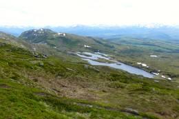 Utsikt fra Fauskevarden med Halbrendsnipa og Flotevatna -  Foto: Jan Roar Sekkelsten