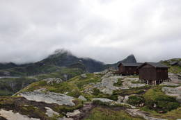Munkebu ligger i mektig terreng i Lofoten - Foto: Tone Repstad
