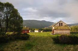 Store sletter innbyr til lek for barna - Foto: Kjell Helle-Olsen