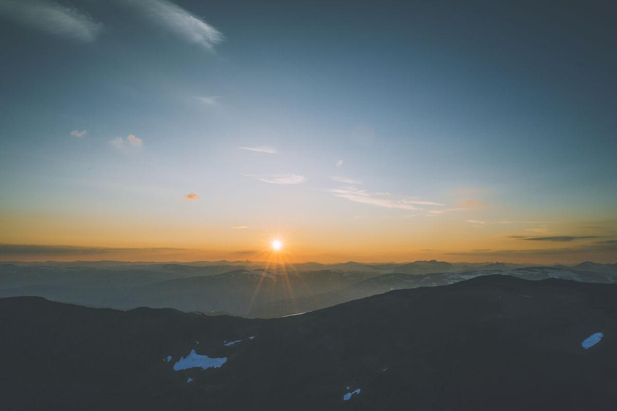 Det er lite som slår en skikkelig solnedgang sett fra Fannaråkhytta.